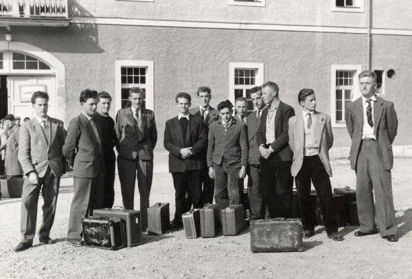 Die Ankunft der jungen Männer in Vorarlberg am 15. Oktober 1956 (l.).Dür(3)
