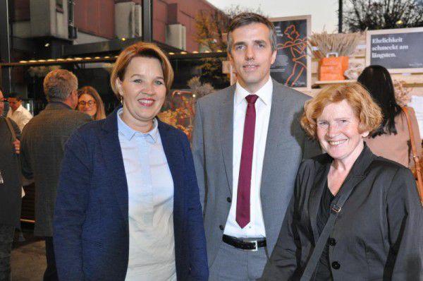 Bürgermeisterin Andrea Kaufmann, Daniel Mutschlechner und Marie Louise Hinterauer (v.l.).  hofer (6)