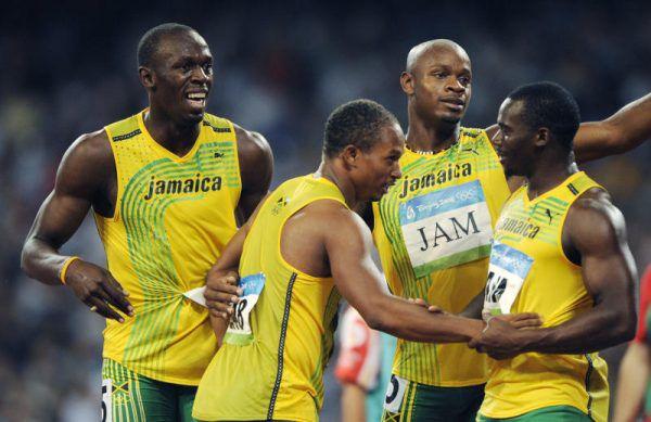 2008 in Peking schien die Welt noch in Ordnung zu sein. Doch durch das Doping von Nesta Carter (r.) verlieren Usain Bolt (l.) und Co. die Goldmedaillen. AP