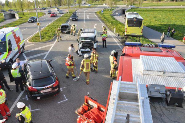 Aufräumungsarbeiten nach einem Unfall. Stadt Dornbirn