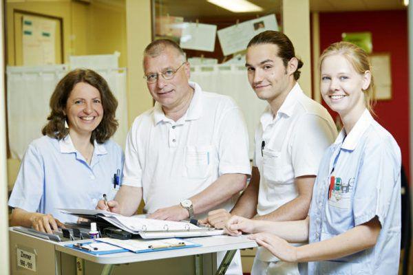 Das Personal des Krankenhauses Dornbirn (im Bild die Krankenschwestern Annette Wieser und Ulrike Schuler sowie die Ärzte Walter Kager und Dominik Griss, v.l.) erhielt sehr gute Bewertungen.stadt Dornbirn