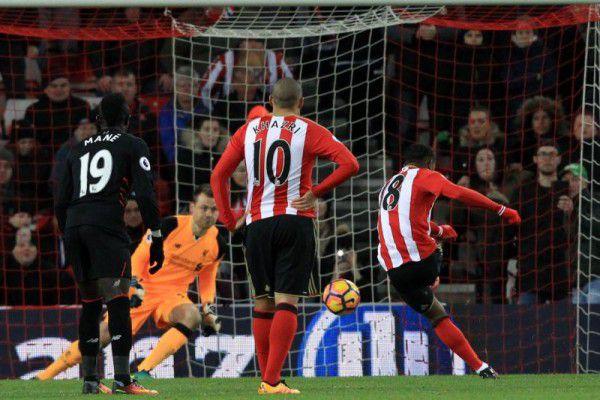 Defoe trifft zwei Mal gegen Liverpool. APA