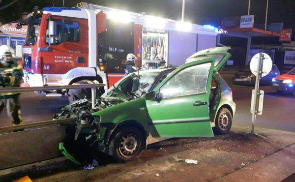 Der Fahrer wurde mit zahlreichen Verletzungen, darunter Prellungen und Kopfverletzungen, in ein Krankenhaus gebracht. APA