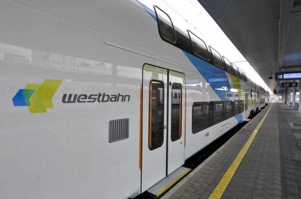 Die Entscheidungsträger der mehrheitlich privaten Westbahn wollen den Eisenbahn-Nahverkehr in Vorarlberg übernehmen. APA/NEUBAUER