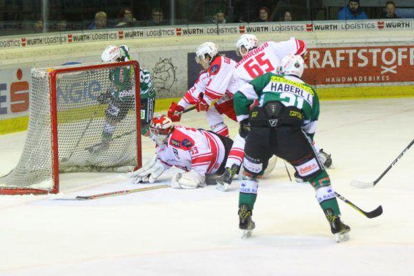 Die Spieler des EC Bregenzerwald müssen endlich den Weg ins gegnerische Gehäuse finden. Bernd Hofmeister