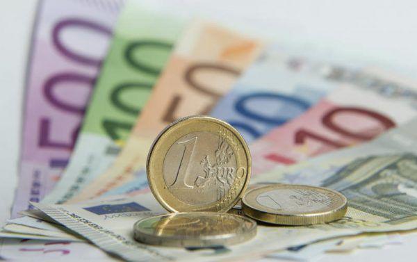 """Nach genauen Berechnungen der AK-Steuerexperten wurden aus """"automatischen"""" 1043 Euro plötzlich 2841 Euro. DPA"""