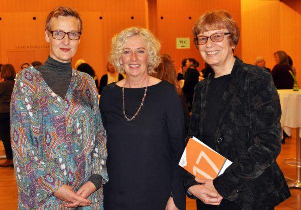 Gastrednerin Sybille Hamann mit Landesrätin Katharina Wiesflecker und Monika Lindermayr, Leiterin des Referats für Frauen und Gleichberechtigung (v.l.).Hofer (5)