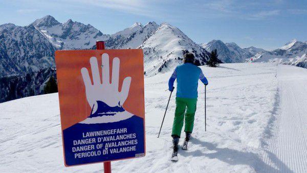 Große Vorsicht ist weiterhin in den Bergen geboten. apa/gindl