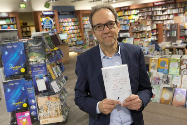 """Günter Wohlgenannt ist seit 1976 im Buchhandel tätig. Seit 2002 leitet er """"Das Buch"""" im Messepark.K. Hartinger (2)"""