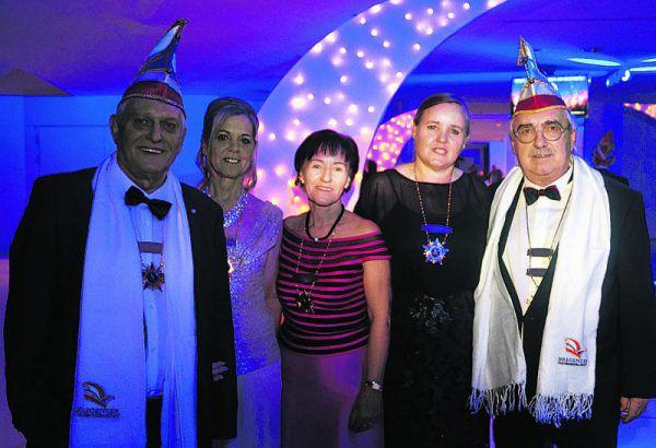 Harald und Mariette Einsendle, Helga Frühwirth, Monika und Claus Haberkorn, Mitglieder der Bregenzer Faschingsgesellschaft. Ritter (6)