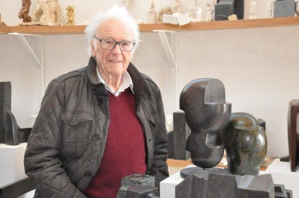 Herbert Albrecht in seinem Atelier (gr. Bild), Markus Faißt vor Jörg-Hofer-Werken (r.), eine Albrecht-Skulptur (u.).WolfgAng Ölz (3)
