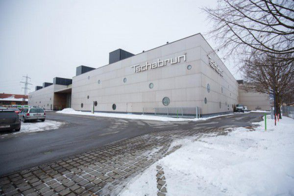 Holzwerkstoffhändler Tschabrun hat den Holzwerkstoff-Großhändler Hopferwieser AG mit Sitz in Lamprechtshausen gekauft. Die Übernahme erfolgte am 27. Dezember 2016.klaus hartinger
