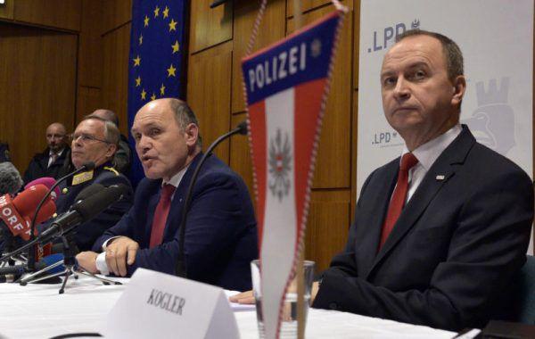 Kogler, Sobotka und Mahrer (v.r.) informierten. APA/HANS PUNZ