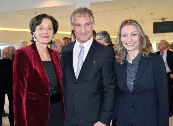 Landesrätin Bernadette Mennel und Bürgermeister Markus Linhart mit Claudia Depaoli (v.l.). hofer (6)