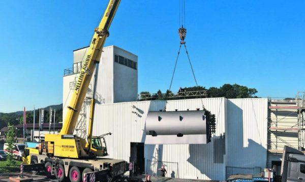 Rund 5000 Biomasse-Heizanlagen wurden in den vergangenen Jahren von Viessmann in der DACH-Region realisiert. Das Foto zeigt den Einbau einer 3300-KW-Anlage in Baden-Württemberg. Viessmann