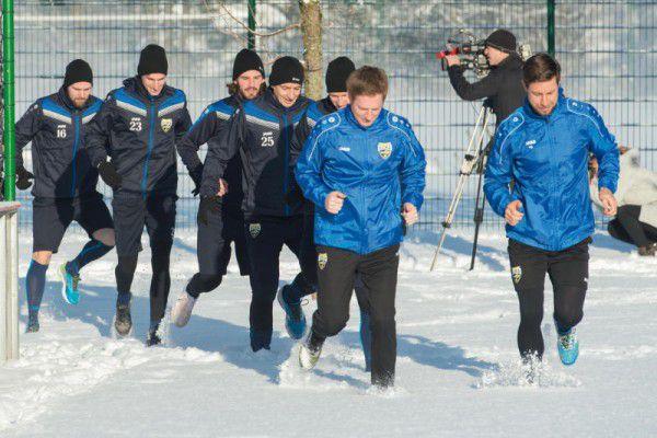 Trainingsauftakt: Martin Scherb und sein Trainerteam mit dem neuen Mann Stefan Fuhrmann (oben). GEPA/Lerch (3)