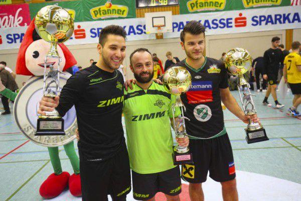 Von links nach rechts: Cetin Batir (bester Torhüter), Harun Erbek (bester Torschütze) und Elvis Alibabic (bester Spieler). Hartinger