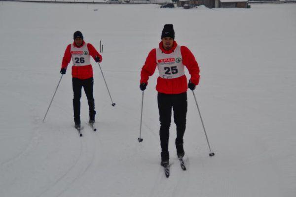 Während Pius Grabher (links) auch auf Schnee und Eis eine gute Figur machte, mussten sich Lucas Barvosa (26) und Victor Jatoba (25) erst mit der Kälte anfreunden. Naim Sharifi (rechts) hatte jedenfalls Spaß auf Skiern.Stiplovsek, Emerich (2)