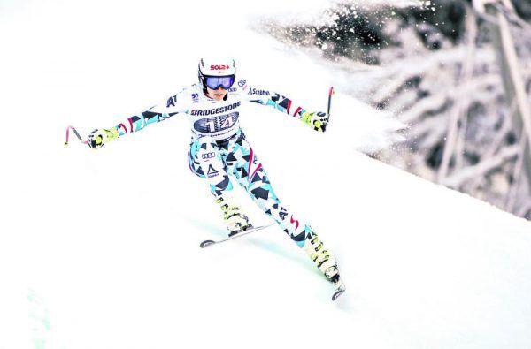 Zwei Mal Christine Scheyer. Links beim gestrigen Training in Garmisch, sowie unten beim Turn-Weltmeisterempfang 2013 in Götzis. GEPA (1), Privat (1)