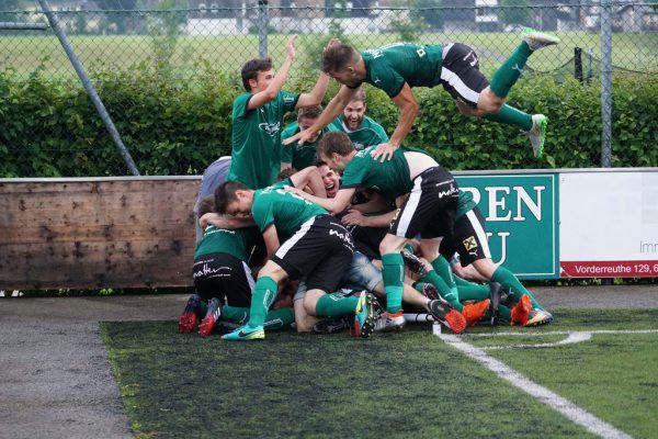 So feierte der VfB Bezau in der Vorsaison den Aufstieg. Heute startet der Klub in die Landesliga.Berchtold