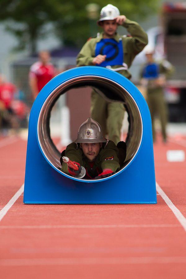 Eines der speziellen Hindernisse bei der Feuerwehrolympiade bei einer Vorführung der Feuerwehr Ludesch 2017 in Lustenau.