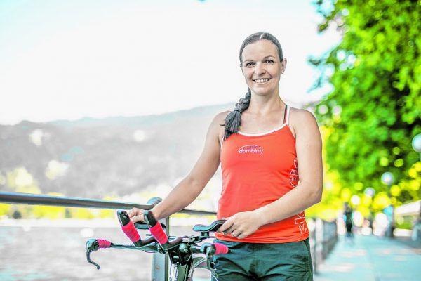 Anita Giesinger am Ufer des Bodensees. Hier wird sie am kommenden Samstag zum Trans Vorarlberg antreten.Frederick Sams