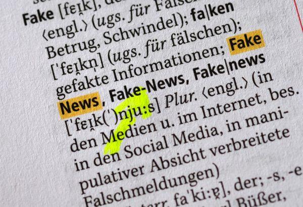 """Auch im neuen Duden hat der Begriff """"Fake-News"""" Eingang gefunden.dpa"""