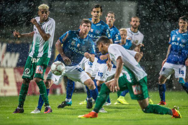 Austria Lustenau kam bei strömendem Regen über ein 1:1 gegen BW Linz nicht hinaus.Frederick Sams (3)