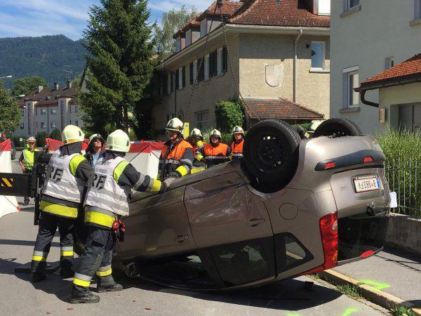 Das Auto blieb auf dem Dach liegen. VOL.AT/Rauch