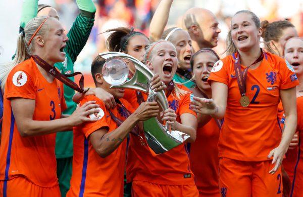 Das Frauen-Nationalteam der Niederlande feierte ihren Titel im eigenen Land ausgelassen.AFP