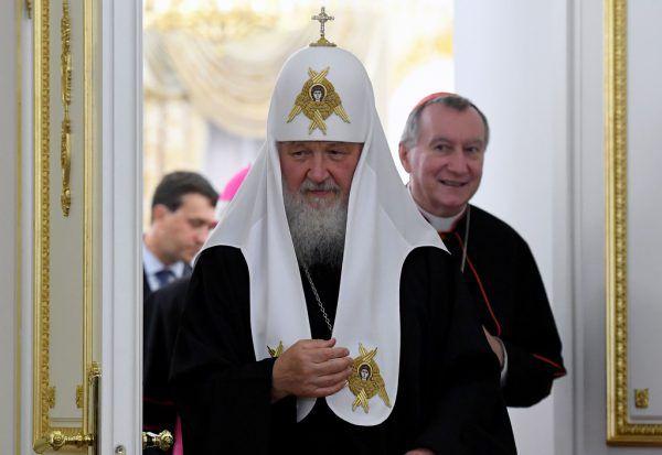 Der Patriarch Kirill mit Kardinal Pietro Parolin. APA/AFP