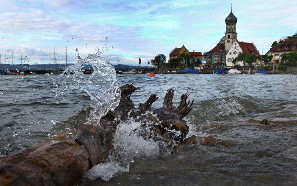 Die durchschnittliche Wassertemperatur des Bodensees steigt. DPA