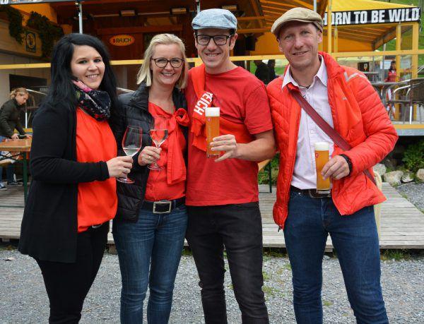 Die Organisatorinnen Michaela Herburger und Manuela Dreier mit dem ehemaligen JGV-Obmann Michael Gallaun (Dogana) und Mike Lang (Sternen Bangs). Hofer (6)