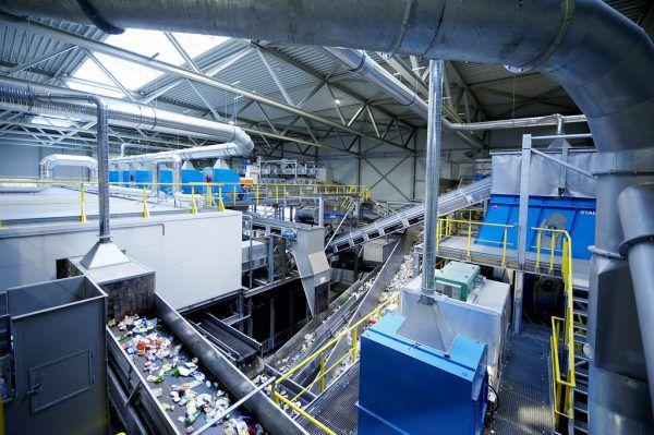 Die verschiedenen Kunststoffarten werden bei der Firma Häusle/Loacker in Lustenau zunächst maschinell getrennt.Häusle (3), Bernd Hofmeister