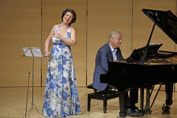 Elisabeth Kulman mit Klavierbegleiter Eduard Kutrowatz sang Schumann-Vertonungen ihrer Fast-Namenskollegin Elisabeth Kulmann.Schubertiade