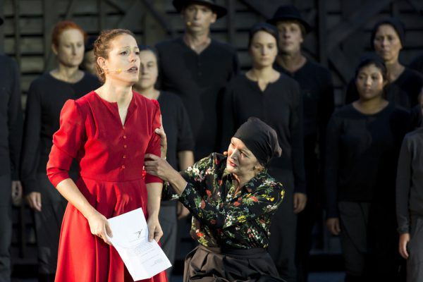 Franziska (Andrea Zimmermann) erfährt von der Hinrichtung ihres Mannes.