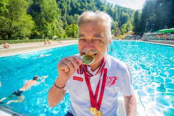 Gleich vier Goldmedaillen gewann der Wolfurter Hubert Büchele bei der Schwimm-WM der Amateure in Riga.