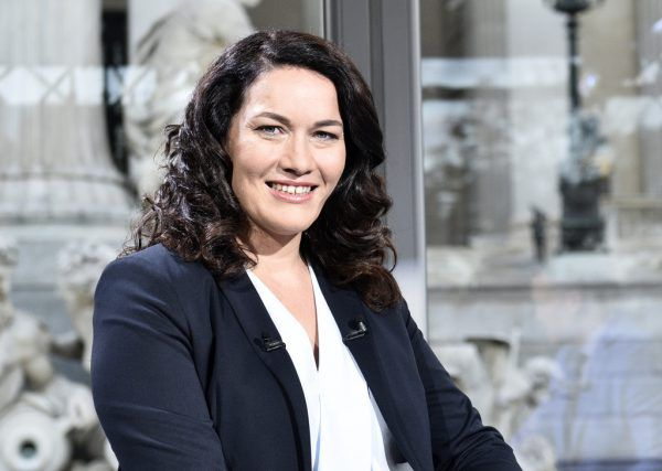 Grünen-Chefin Ingrid Felipe geht heute in Vorarlberg auf Wanderschaft.