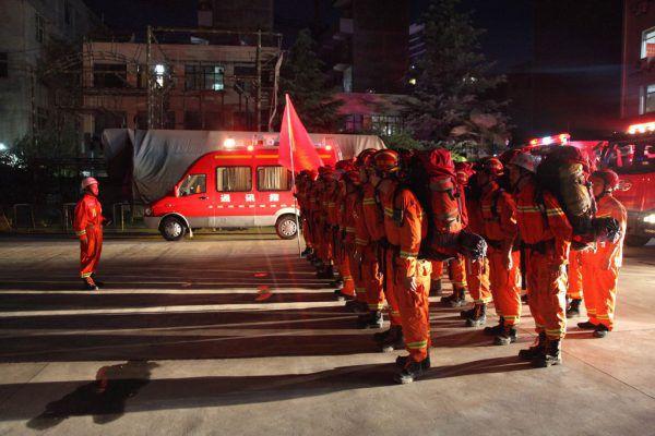 Hunderte Hilfskräfte wurden in die betroffene Region geschickt.AFP