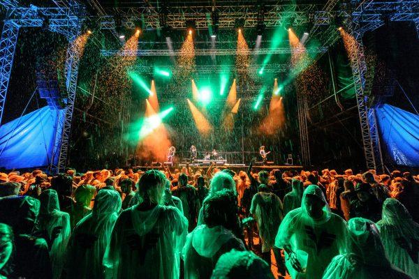 Im vergangenen Jahr sorgte das Steel-Panther-Konzert trotz Regen für einen krönenden Abschluss. Auch Adam Green (kleines Bild) war dabei.  Matthias Rhomberg (3)