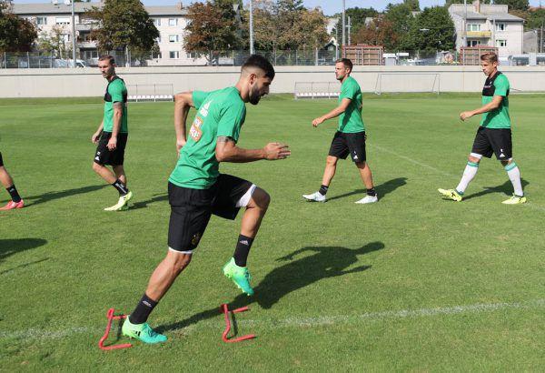 Mathias Honsak (r.) soll Lucas Galvao (l.) ersetzen, der gestern schon bei Rapid trainierte.Gepa (2)