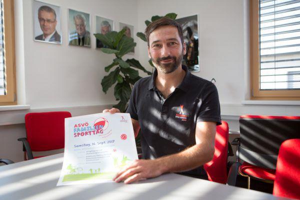 Sport zieht sich wie ein roter Faden durch sein Leben. Manfred Entner besuchte die Sporthauptschule, studierte Sport und arbeitet nun beim Dachverband ASVÖ.