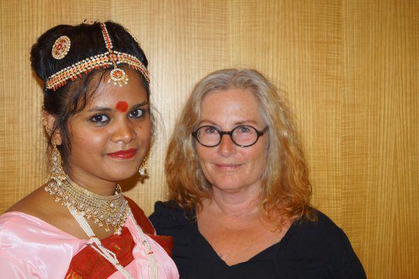 Supta Barua mit ihrer Deutschlehrerin Renate Shier.