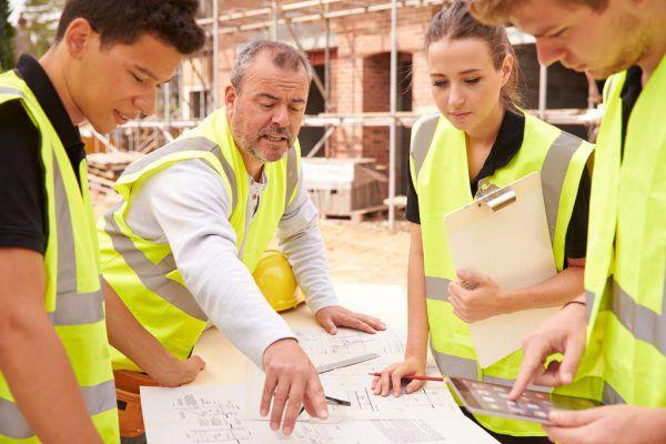 Unfall- und private Haftpflichtversicherung sind für Berufseinsteiger absolutes Muss.Symbolbild/ Shutterstock