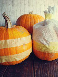 Herbstliche Kürbis-Töpfe mit Goldeffekt