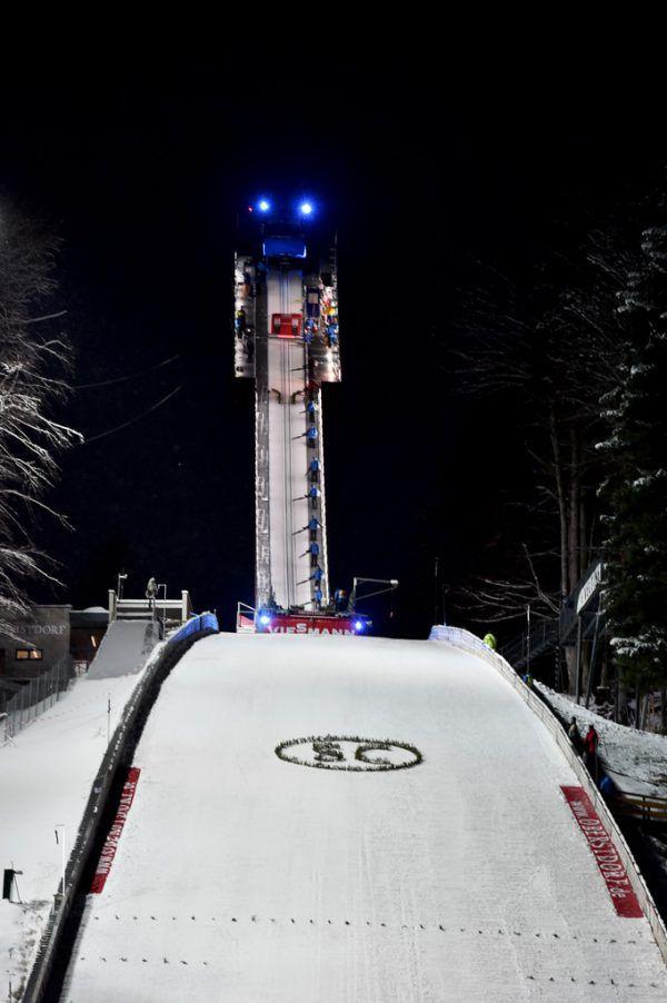 Daniel Andre Tande (l.) ist neuer Skiflug-Weltmeister. Stefan Kraft (unten) streckte sich vergebens.Gepa (3)