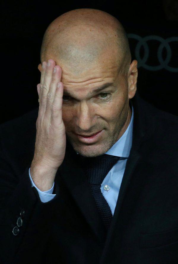 Dunkle Wolken über Zinedine Zidane. Der einstige Heilsbringer steht kurz vor dem Aus als Trainer bei Real Madrid.REUTERS