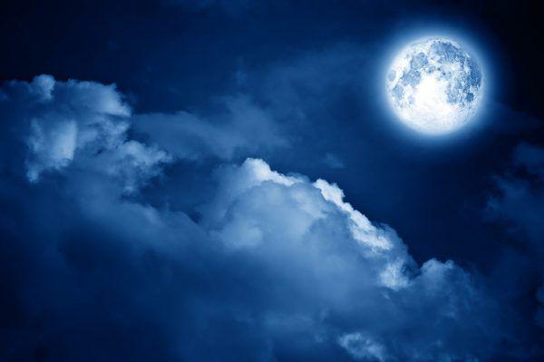 Die leichte Abschattung des Mondes fällt kaum auf.Shutterstock