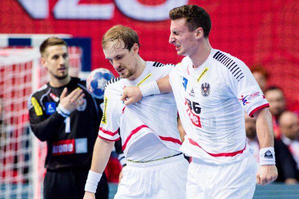 Herburger (rechts) musste gegen Frankreich verletzungsbedingt vorzeitig vom Feld und kann heute nicht spielen. GEPA