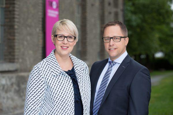 Sabine Scheffknecht und Daniel Matt haben Verbesserungsvorschläge zum Landesbudget. Neos